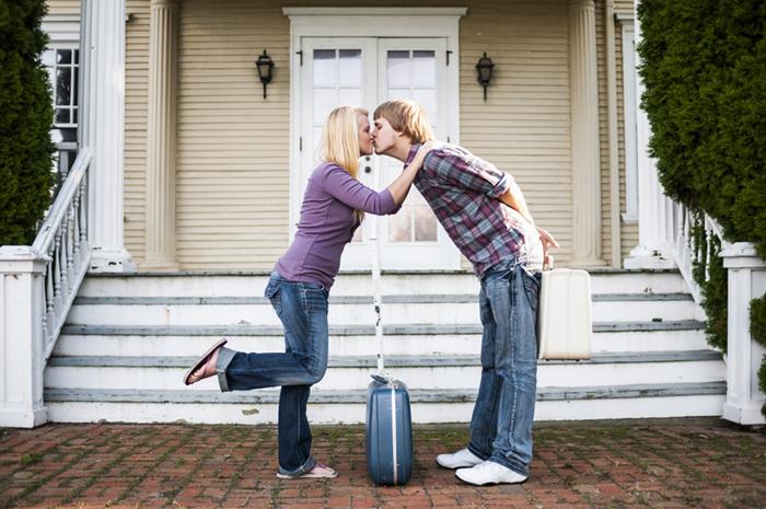 Kissing_Couple